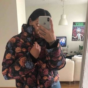 Kortare dunjacka från NA KD, aldrig använd 🌸   Köpare står för frakt eller nöta i Göteborg 🥰