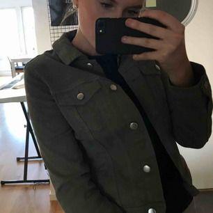 Militär grön jeans jacka, Köpt för 250, använd ca 2 gånger, som ny