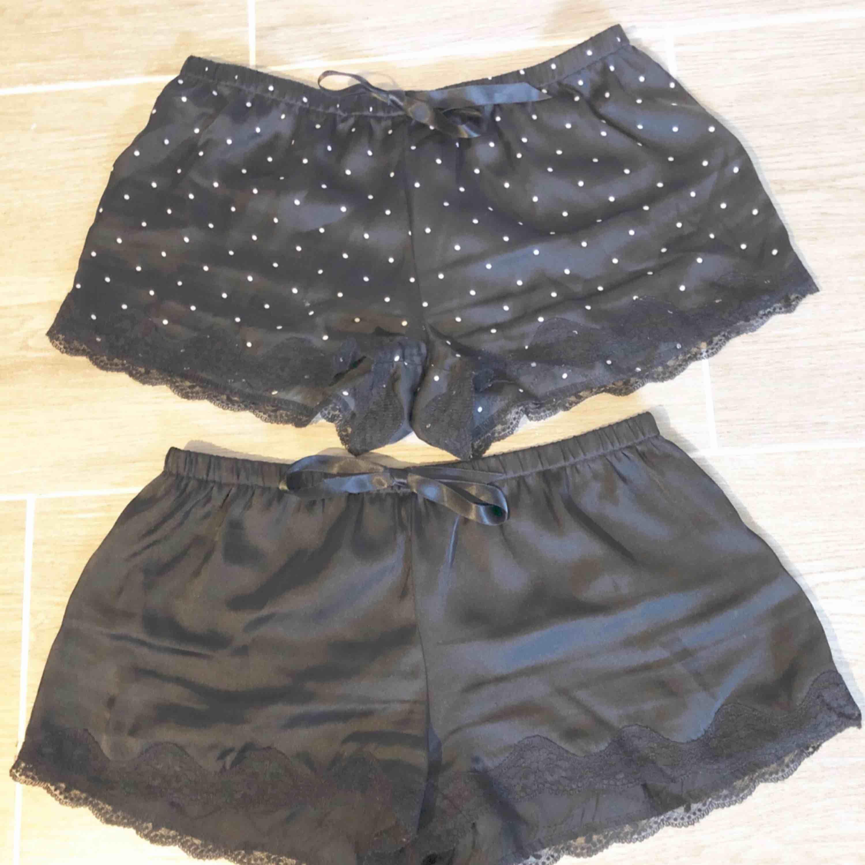 Pyjamas shorts från H&M i storlek XS. Köp båda för 30kr plus frakt 18kr. . Shorts.