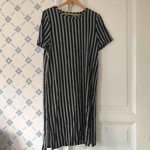 Randig klänning fin sick , hämta i Majorna eller skicka