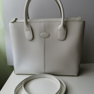 Tod's Shoulder Bag, like new, White, authentic, size 25x33x10cm, write me for more info