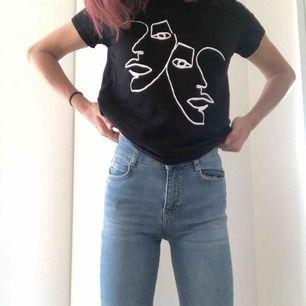 Snygga butcut jeans med högmidja från Gina Tricot frakt står köparen för men är absolut öppen för överenskommelse