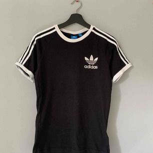 T-shirt från Adidas. Frakt tillkommer.