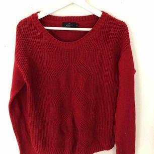 Röd stickad tröja från Morris