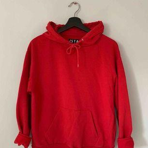 Röd hoodie från stay, köpt på Carlings. Frakt tillkommer.
