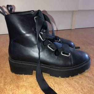 Boots från Nelly, endast testade! Kan mötas upp i Malmö men även frakta. Köparen står för frakten:)