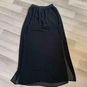 Fin kjol från h&m! Endast använd 1 gång :) frakt tillkommer.
