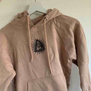 Rosa/beige hoodie ifrån carlings. Använd max 2ggr och är köpt för 399kr.  ganska liten i storlek så passar nog xs bäst