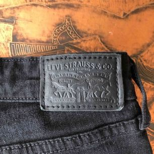 Levis bootcut jeans. Säljer pga för små. Storlek: W-27. Pris: 400kr (Orginalpris 999kr)