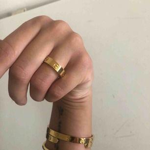 Guld pläterad ring i storlek 17   Aldrig använd