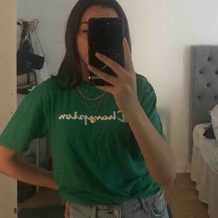 As ball grön t-shirt från champion, storlek L men passar mig som är s/m