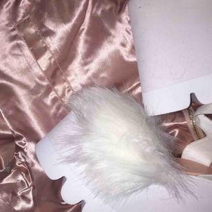 """Säljer mina extravaganta """"Cloud Nine"""" platåskor som jag köpte från Dolls Kill inför Guldtuben 2016. Perfekt för den som vill bli ca 10 cm längre och se lite lyxig ut😜"""