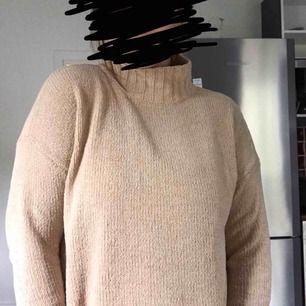 Oversize stickad tröja.