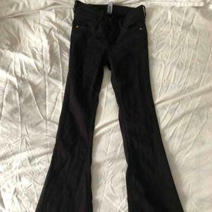 Utsvängda jeans från bubbleroom