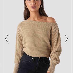 Säljer denna endast testade stickade tröja från NAKD! Storlek xs(slutsåld på hemsidan) nypris 299kr. Säljes då jag inte hann skicka tillbaks den(fel storlek) Köparen står för frakt💓💓
