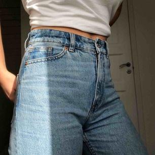 Nice blå monki mom-jeans! Köpta för ca 1.5 år sen, använda en del men mest hängt i garderoben :'(