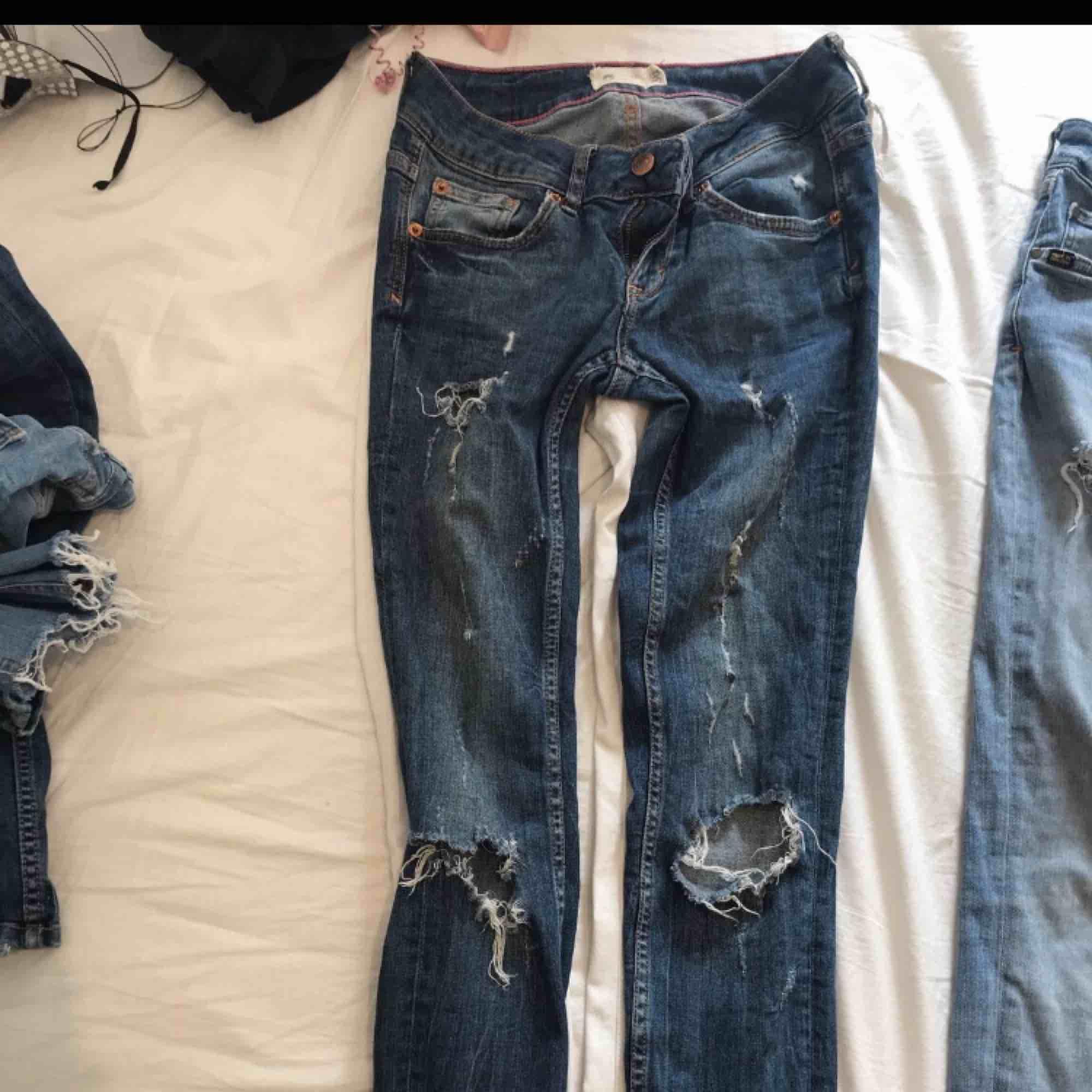 3 par jeans 50kr styck  Alla i bra skick  Gina tricot och tiger of sweden  Alla samma storlek . Jeans & Byxor.