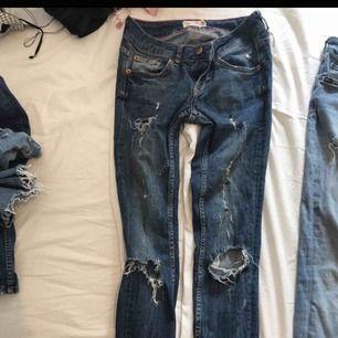 3 par jeans 50kr styck  Alla i bra skick  Gina tricot och tiger of sweden  Alla samma storlek