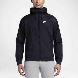Windrunner från Nike, i nyskick och ser ut precis som den på bilden! Om ni vill ha en privat bild på jackan så skriv!