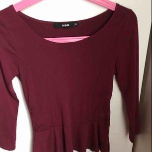 Fin tröja ifrån Gina, endast använd 1 gång. 3kvart ärmar och en figurnära modell. Superfin! Priset är ink frakt!