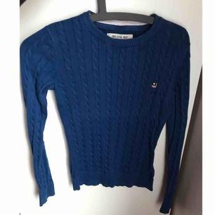 Superfin blå tröja från bondelid, köpt från vero moda. Aldrig använd pga fel färg, endast testat och den är superskön. Kostade 699.