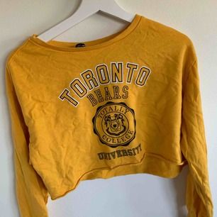 gul croppad hoodie  Använd fåtal gånger