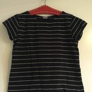 T-shirt använd fåtal gånger är i bra skick. Annat pris kan diskuteras om så vill:)