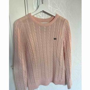 Stickad ljusrosa Lexington tröja Använd max 10 gånger Ordinarie pris 1199kr