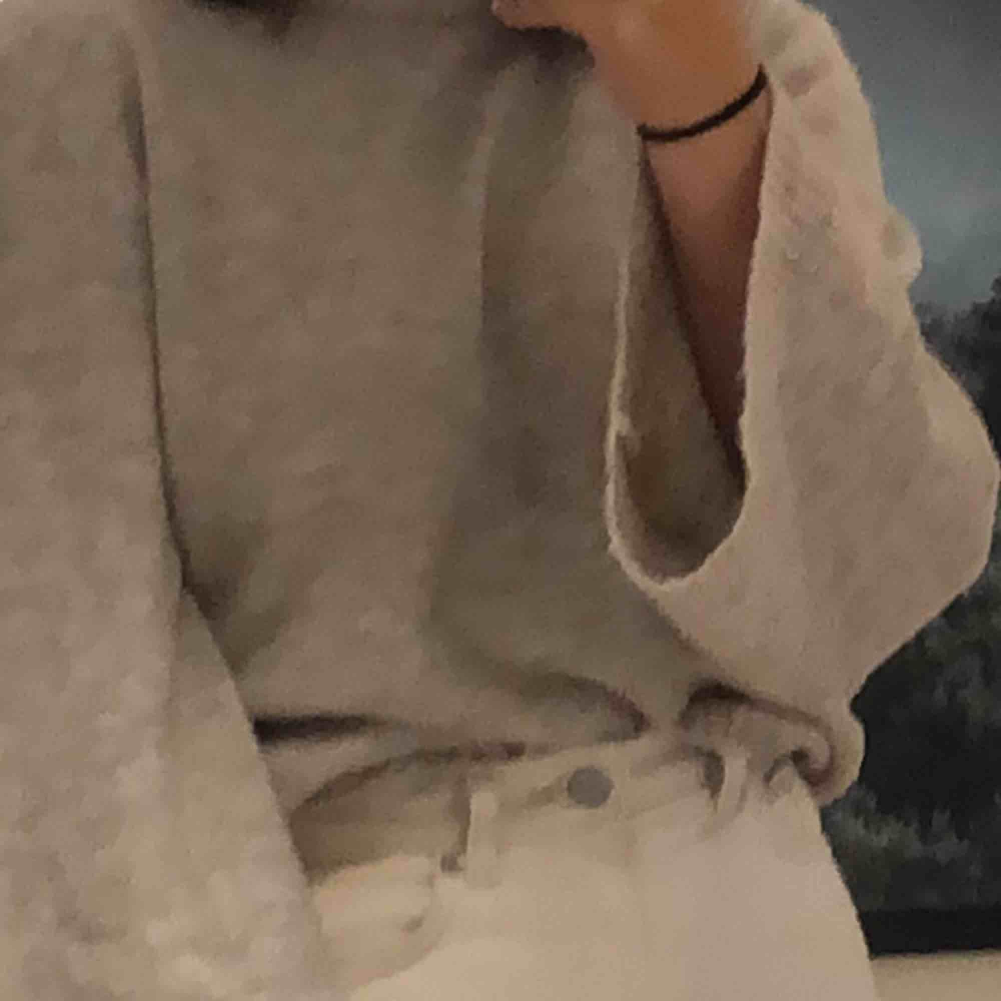 En jätte fin och gosig tröja från Nakd i fint skick. Är ljus beige i färgen. Är storlek S men passar flera storlekar beroende på önskad passform. Möts upp eller så står köparen för frakt. . Stickat.
