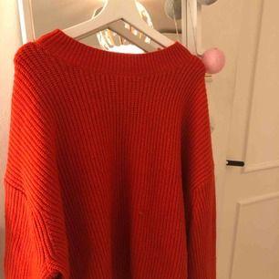 Jätte fin röd stickad tröja. 40 kr + frakt