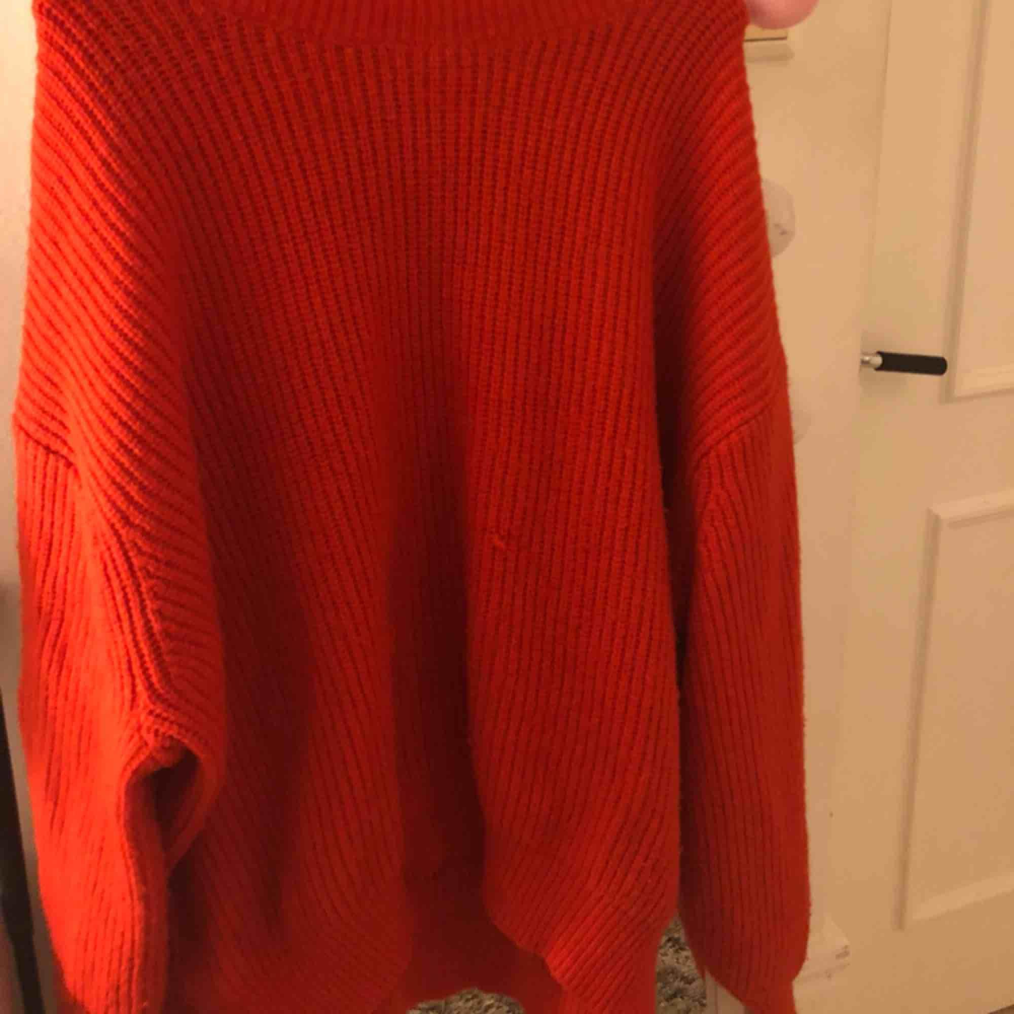 Jätte fin röd stickad tröja. 40 kr + frakt. Stickat.