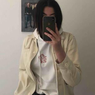 Snygg hoodie från brandy Melville, köpt i newyork  Köparen står för frakt