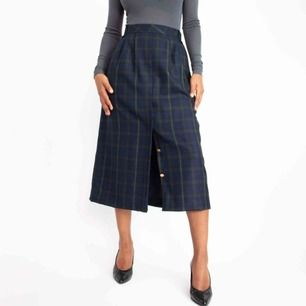 Vintage 70s pure wool plaid tartan checked front buttoned slit midi skirt in blue SIZE Label: 40, fits best M (or loose S) Model: 169/S Measurements (flat, cm): length: 79 waist: 37 hips: 54 Read the full description at our website majorunit.com