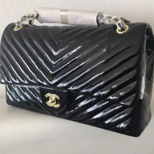 Elegant och snygg Chanel väska AAA kopia Säljes enligt bild. Frakta gärna om så önskas. Se gärna mina övriga annonser 🌺