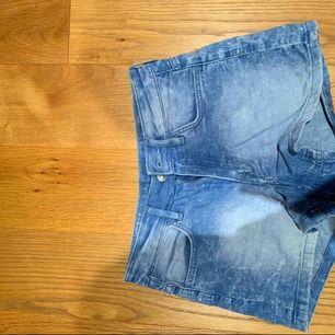 Shorts som säljs för att dem blivit för små 💗 kan mötas i Stockholm eller frakta