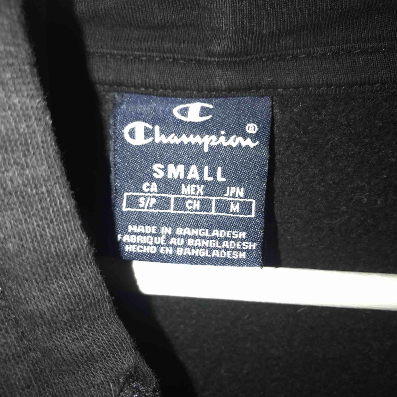 champion zip up hoodie, bra skick! frakt tillkommer på 70kr💕 passar både killar o tjejer. Huvtröjor & Träningströjor.