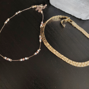 Två superfina armband, går även att använda som fotlänk. 35 kr styck ✨ frakt tillkommer, kan samfrakta.