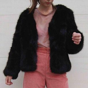 Ursnygg faux fur från Dry Lake som tyvärr måste hitta en ny garderob! Passar perfekt till hösten!