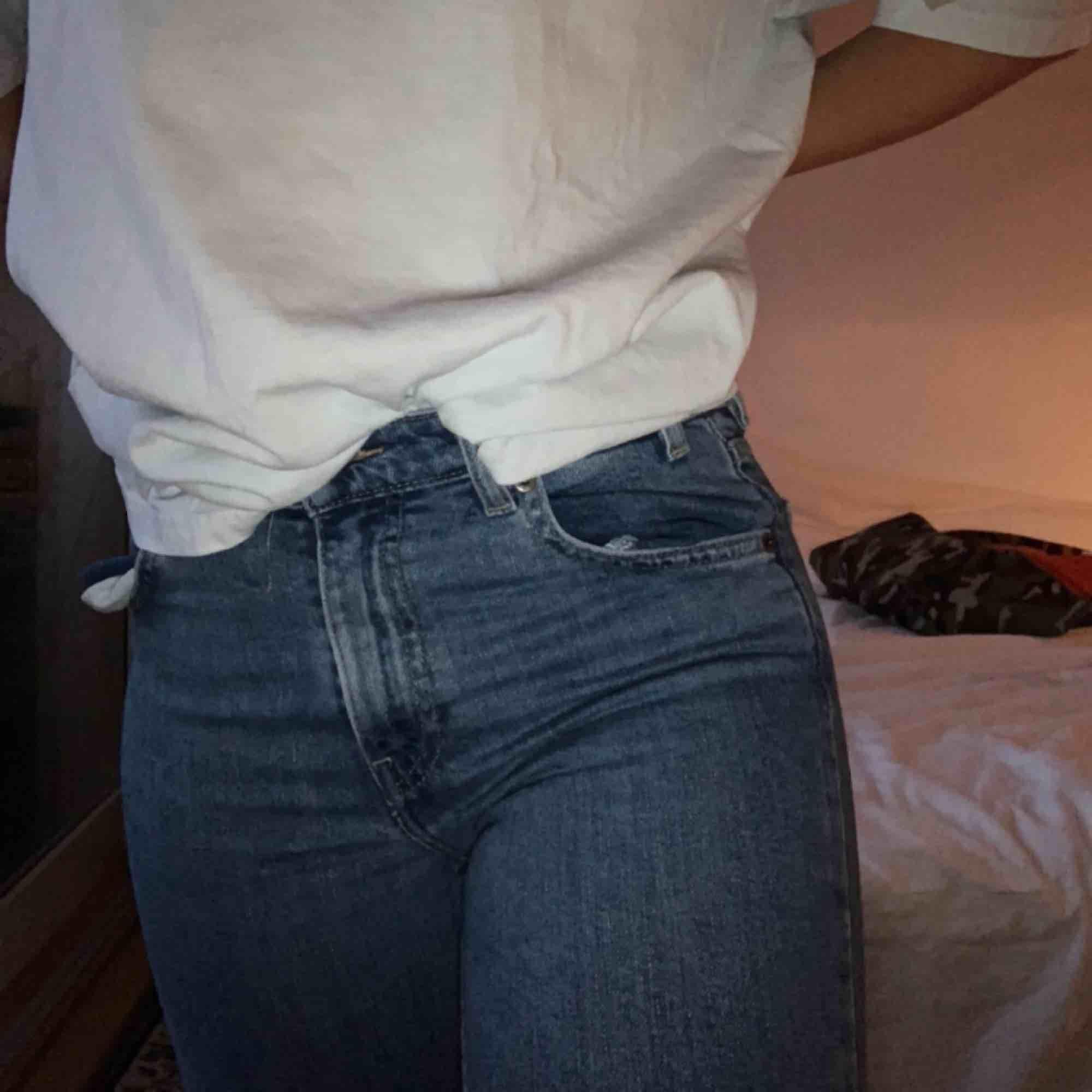 Säljs för att dem blivit för små 💗 kan mötas i Stockholm eller frakta . Jeans & Byxor.