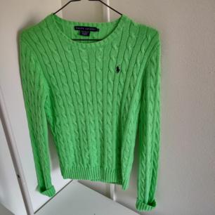 Supersnygg grön Ralph Lauren tröja. Väldigt fint skick. Frakt tillkommer 🥰