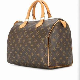 Säljer denna Louis Vuitton.  Den jag köpte den av sa att den var äkta. Vilket jag tror på. Men inte min still längre. Kan skicka mer bilder om det önskas:) Pris kan diskuteras