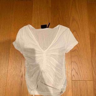 Gullig tröja från urban outfitters, ganska genom skinlig som syns på bild två 💗 kan mötas upp i Stockholm eller frakta