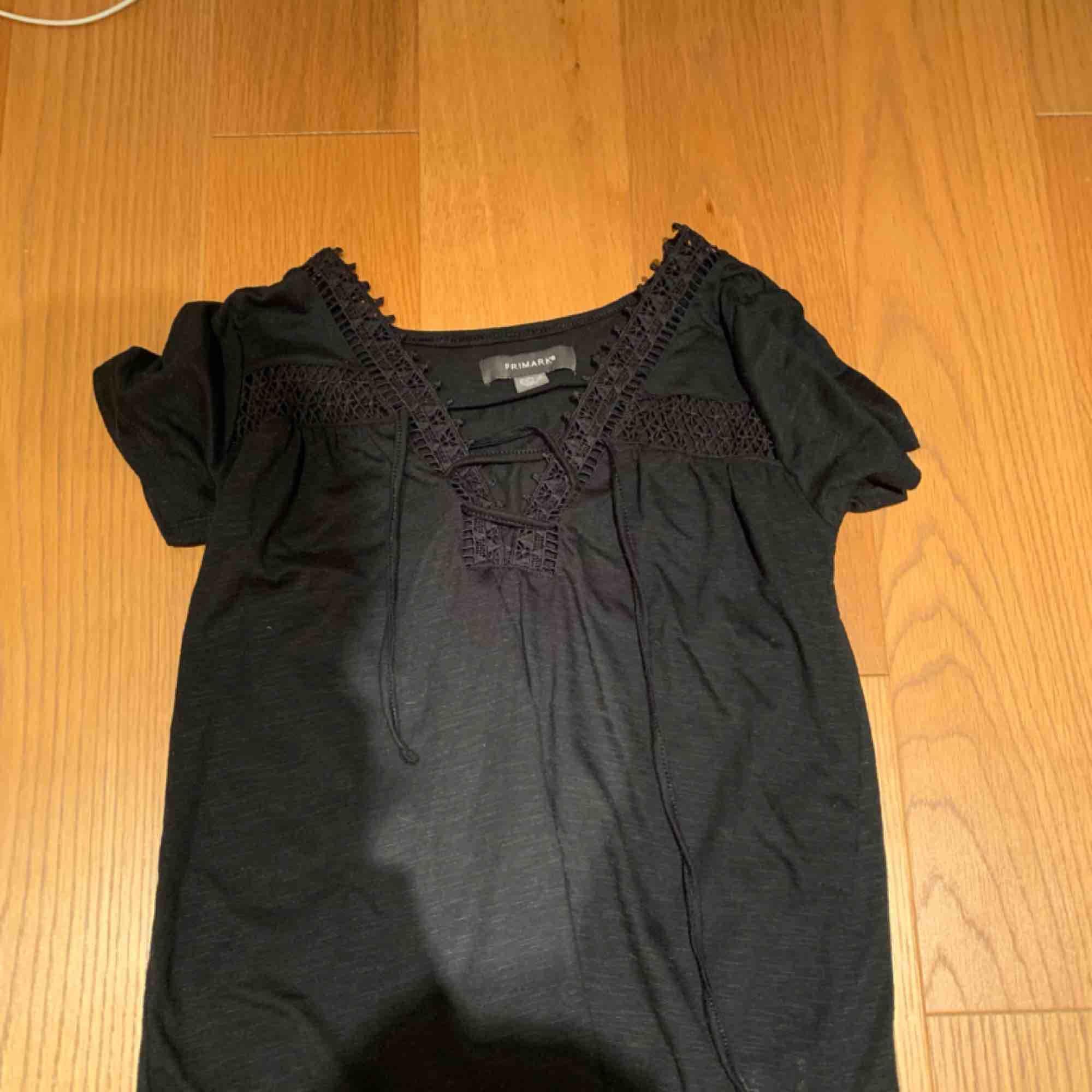 Gullig tröja som köptes i våras 💗 kan mötas upp i Stockholm eller frakta . T-shirts.