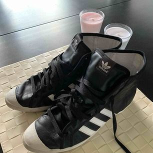 Adidas som är knapp använd storlek 38 passar även 37. Jag har för många skor och den här använd säkert en eller två gånger. frakt ingår. original såklart köp för 699