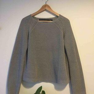 Superskön stickad tröja från lager 157. Den är i storlek S men den passar från XS- M. Jag har använt den en del, men har fortfarande mycket kvar att ge! Frakten ( ca 50kr) ingår i priset!