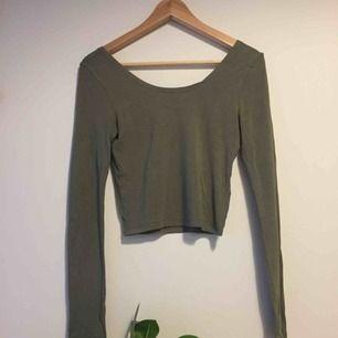 Grön höstig tröja från ginatricot. Aldrig använt. Frakt ingår i priset😊