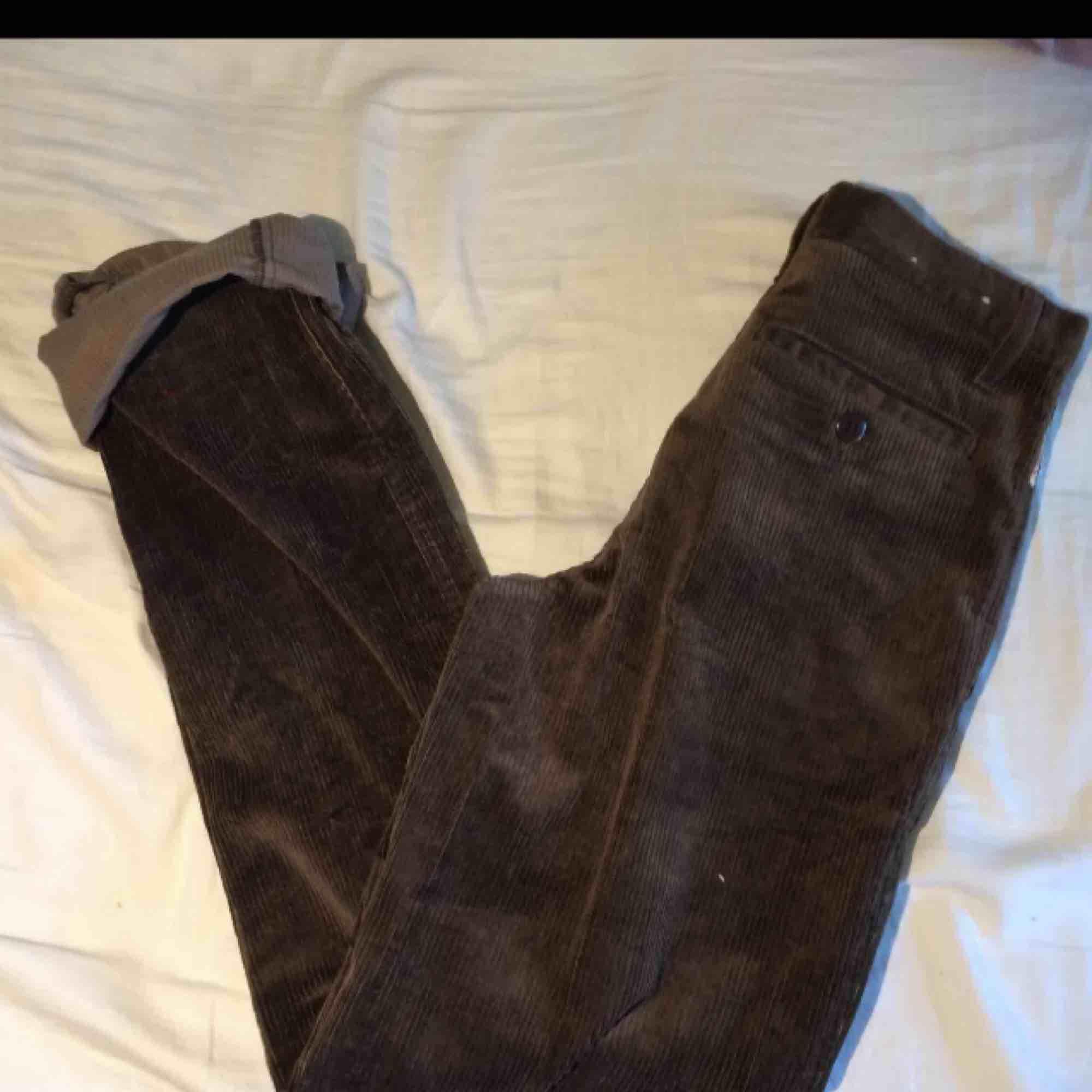 Supersnygga bruna manchesterbyxor från dobber. Nypris 599kr. Säljer då de tyvärr är för små för mig. Jeans & Byxor.