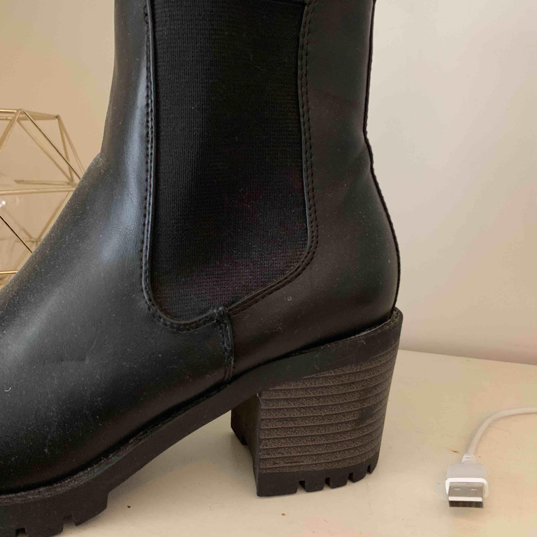 Boots . Skor.