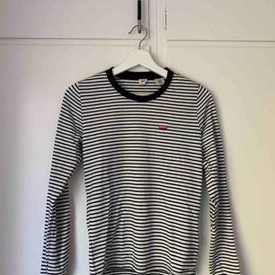 Levis tröja, bara använd några fåtal gånger i storlek S Frakt ingår i priset