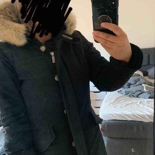 Woolrich jacka, sparsamt använd.  Möts helst upp i Göteborg eller skicka via spårbart